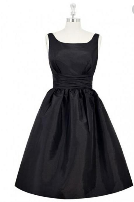 Black Short A-Line Evening Dress Featuring Square Neckline Bodice