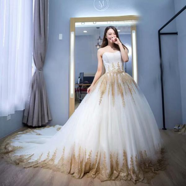 2019 Strapless Wedding Dresses Sweetheart Neck Gold Applique Bridal Dress Sexy Lace Long Train Wedding Gowns
